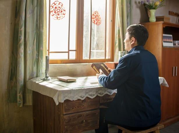 سر التوبة والاعتراف | قصص مسيحية واقعية | العودة إلى الطريق الصحيح
