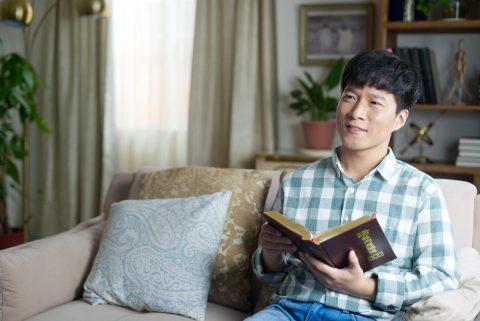 انجيل المسيح   قصص مسيحية واقعية   تبشير والدي بالإنجيل