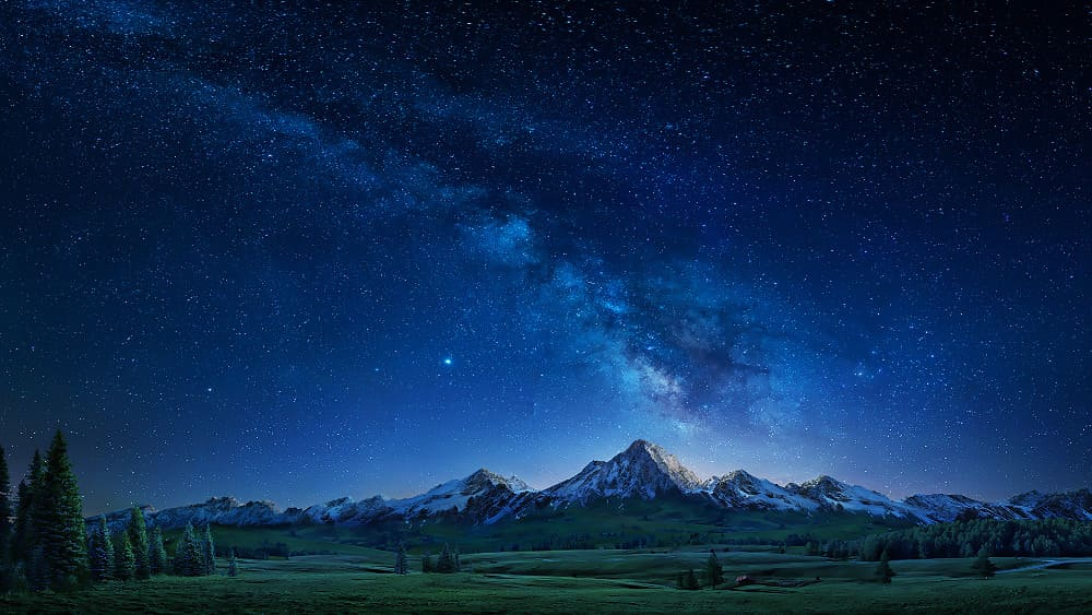 سلطان الخالق لا يُقيّده الزمن أو المكان أو الجغرافيا، وسلطان الخالق نفيسٌ